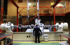 The massive new machine at Metric Automotive Engineering is capable of grinding crankshafts with a length of up to 4.7 metres and a weight of up to 5 ton.